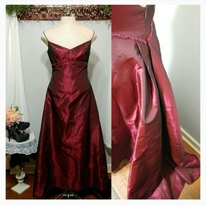 Jim Hjelm Ruby Red Taffeta gown size 16